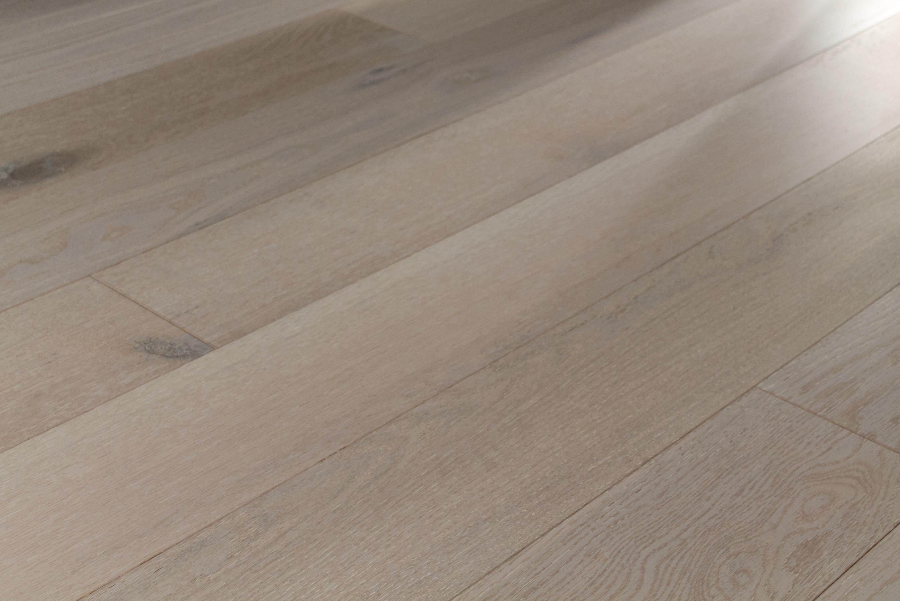 The Heartland Collection Winnipeg Engineered White Oak Revel